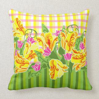 Almohada brillante de los tulipanes