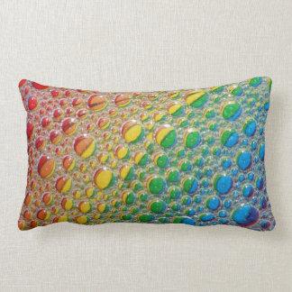 Almohada colorida de las gotitas de agua del arco
