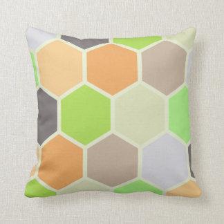Almohada colorida de los hexágonos (naranja,