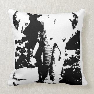 Almohada con el elefante blanco y negro de la
