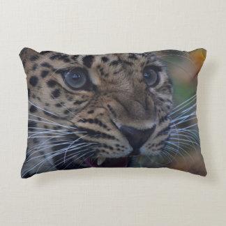 Almohada con el leopardo del rugido