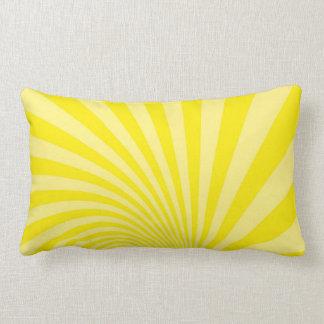 almohada con las líneas amarillas