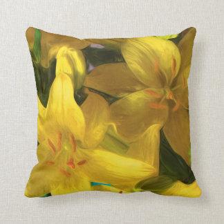 Almohada con los lirios amarillos pintados