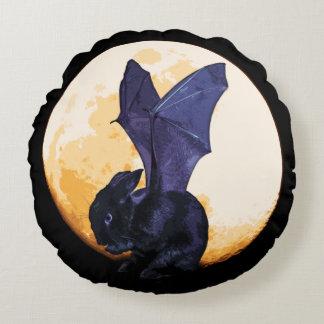 Almohada de BunnyLuv Halloween que ofrece Ethan