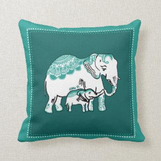 Almohada de color verde oscuro de los elefantes