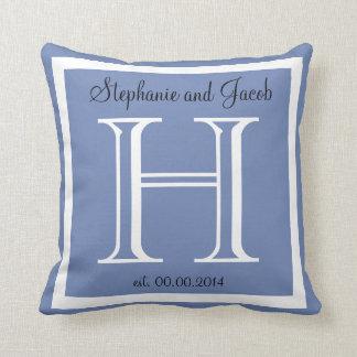 Almohada de encargo azul del recuerdo del boda