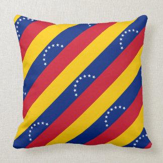 """Almohada de la bandera de Paul McGehee """"Venezuela"""""""