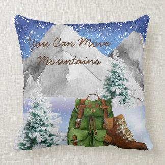 Almohada de los caminantes con las montañas y la