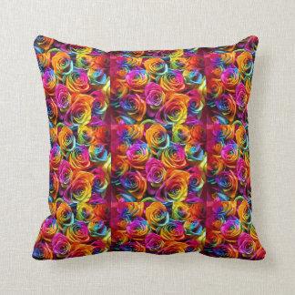 Almohada de los rosas del arco iris