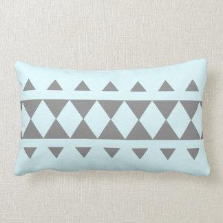 Almohada de los triángulos en gris