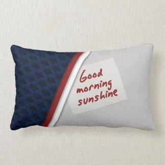 Almohada de mirada agradable de la buena mañana