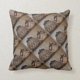 Almohada de tiro africana hermosa de las cestas