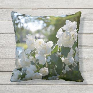 Almohada de tiro al aire libre de las flores