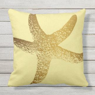 Almohada de tiro al aire libre del oro y de las