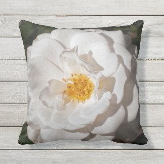 Almohada de tiro al aire libre del rosa blanco