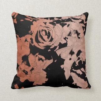 Almohada de tiro color de rosa rosada y negra