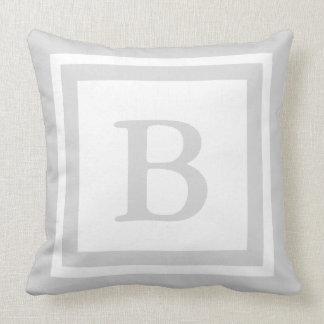 Almohada de tiro con monograma - gris y blanco