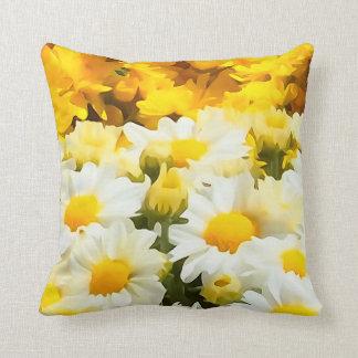 Almohada de tiro de la flor de la margarita blanca