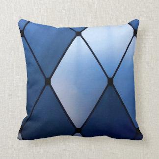Almohada de tiro de la mirada del vitral - azul y