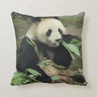 Almohada de tiro de la panda gigante y de la panda