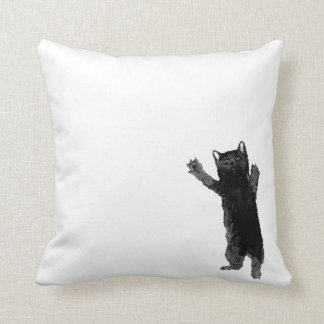 Almohada de tiro del gato negro