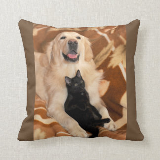 Almohada de tiro del golden retriever