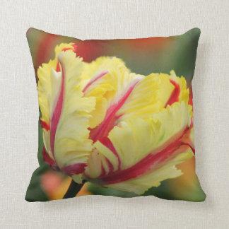 Almohada de tiro del tulipán de la primavera