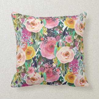 Almohada de tiro floral de la acuarela rosada