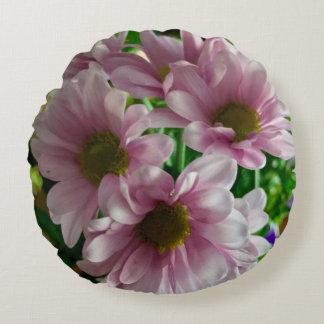 Almohada de tiro floral del acento - margaritas