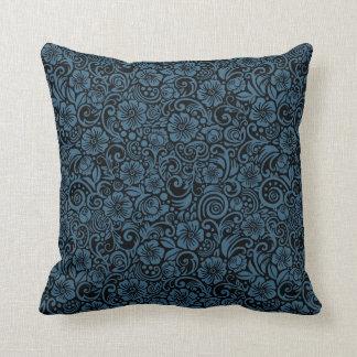 Almohada de tiro floral oscura del azul de acero