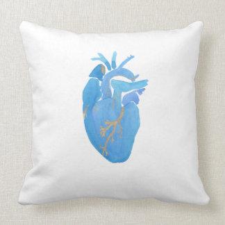 Almohada de tiro grande del corazón anatómico azul