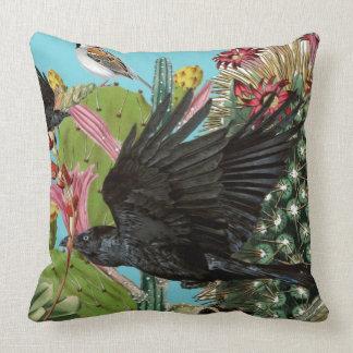 Almohada de tiro grande del cuervo
