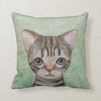 Almohada de tiro linda del gatito del gato de
