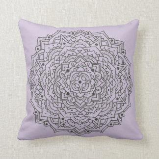 Almohada de tiro púrpura de la mandala de la flor