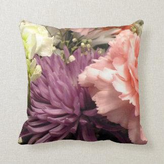 Almohada de tiro púrpura del ramo del crisantemo