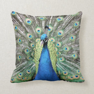 Almohada de tiro real del pavo real