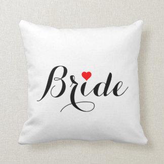Almohada de tiro roja del corazón de la novia