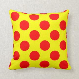 Almohada de tiro roja y amarilla del lunar