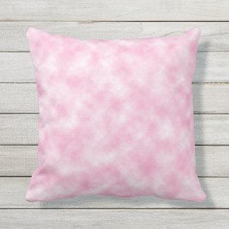 Almohada de tiro rosada creada de las nubes