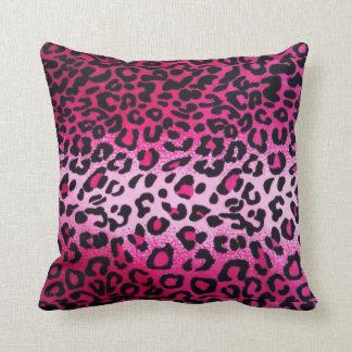 Almohada de tiro rosada del estampado leopardo