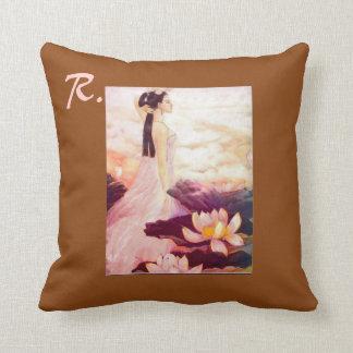 Almohada decorativa con el adorno y la inicial chi