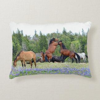 Almohada del acento del caballo salvaje