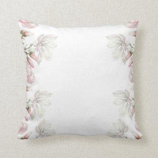 Almohada del blanco de la magnolia