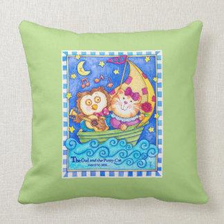 Almohada del cuarto de niños del búho y del minino