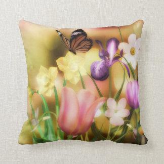 Almohada del jardín de la primavera de la mariposa cojín decorativo