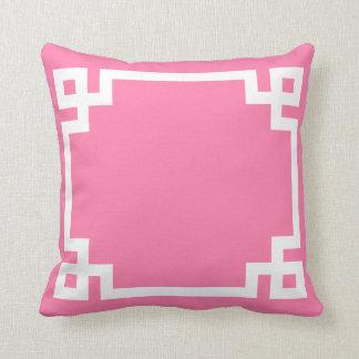 Almohada dominante griega rosada