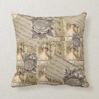 Almohada elegante lamentable beige del vintage