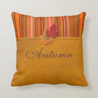 Almohada enorme de las hojas y de las rayas de oto