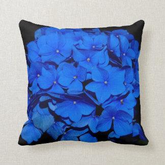 Almohada floral azul hermosa