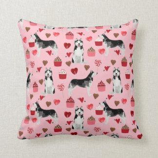 Almohada fornida del perro del día de San Valentín
